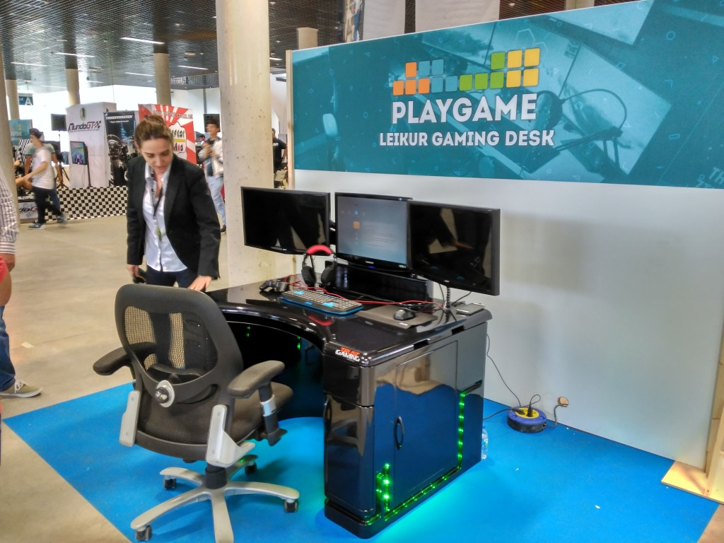 PlayGame Puertollano: Leikur Gaming Desk